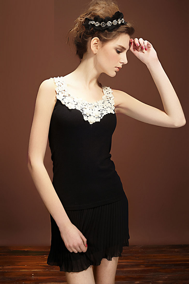 Lady Sexy Lace With Pearl Sleeveless Shirt Top White
